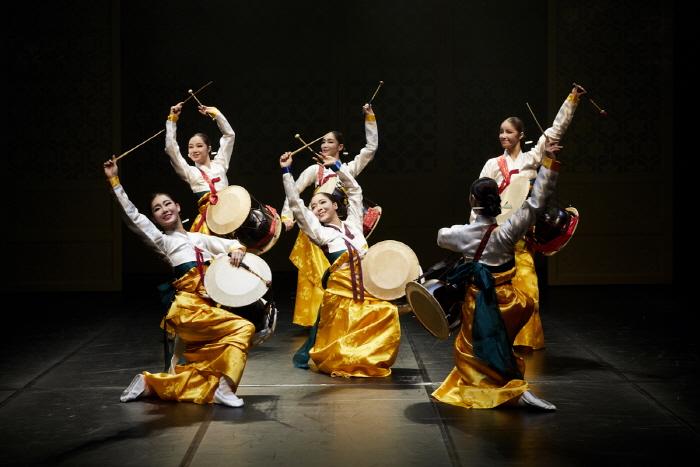 韩国最具代表性的原创表演剧场,贞洞剧场。