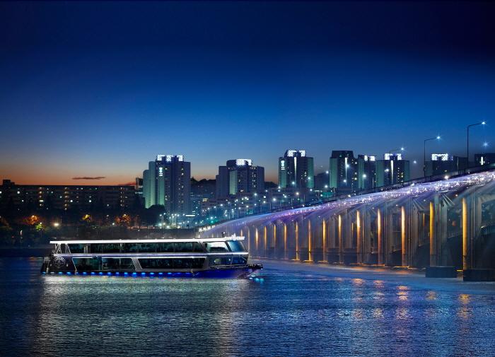 イーランドクルーズ(漢江遊覧船)(이랜드크루즈(한강유람선))