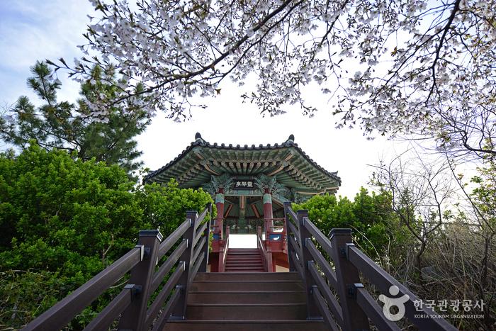 Йонгымчжон (영금정)