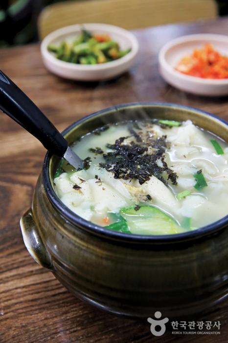 Ресторан «Самчхондон сучжэби» в районе Самчхондон (삼청동 수제비)2