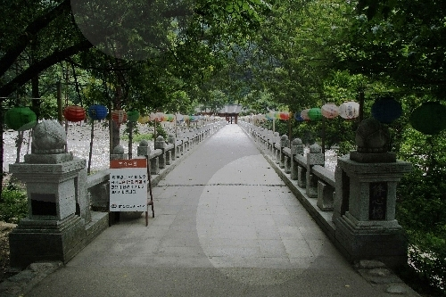 Baekdamsa Temple ()