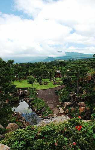 休爱里自然生活公园<br>(휴애리 자연생활공원)