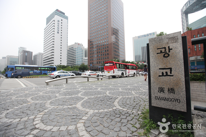 Cheonggyecheon Stream & Cheonggye Plaza (청계천 & 청계광장)