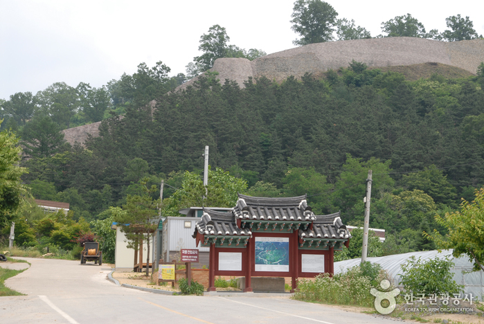 Samnyeonsanseong Fortress (보은 삼년산성)