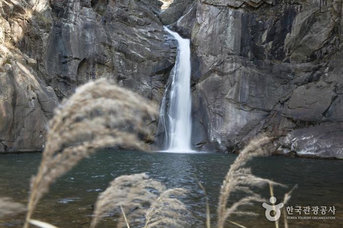 三釜淵瀑布(삼부연폭포)