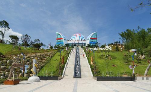 Isabu Leo (Lion) Park (이사부 사자공원)