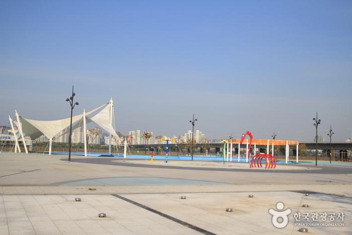 Freibad im Hangang-Park Yeouido (한강시민공원 여의도수영장(실외))