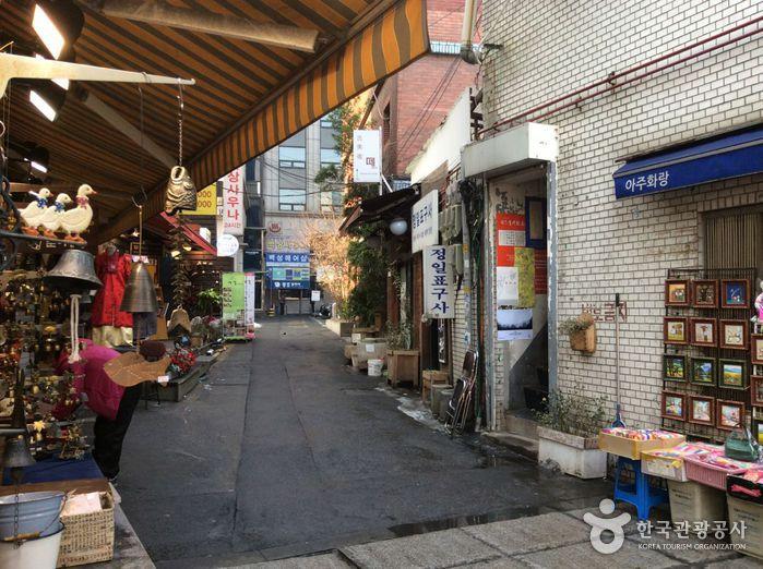 Insa-dong Art Street (인사동 고미술거리)