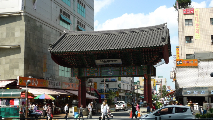 Seoul Medicine Market (Oriental Medicine Industry District) (서울 약령시장)
