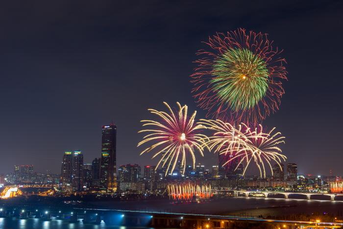 Seoul International Fireworks Festival 2018    (한화와 함께하는 서울세계불꽃축제 2018)