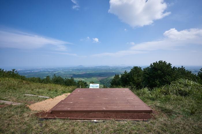 Darangswi Oreum (Wollangbong Peak) (다랑쉬오름(월랑봉))