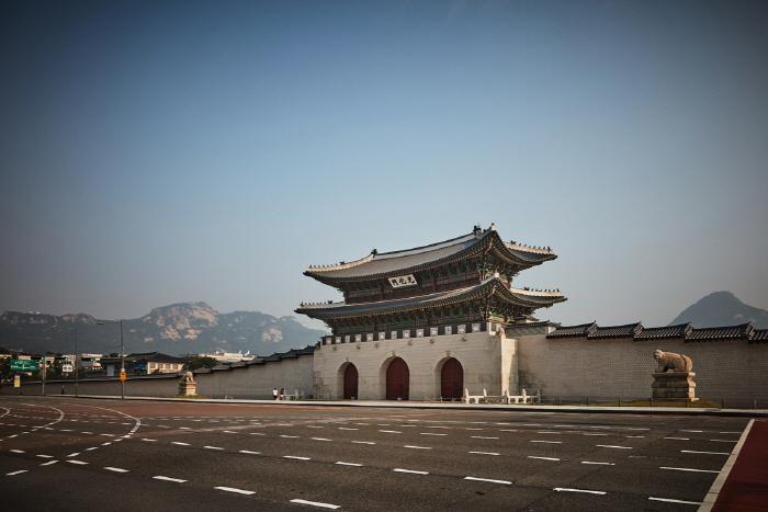 Ворота Тэханмун во дворце Токсугун (덕수궁 대한문)11