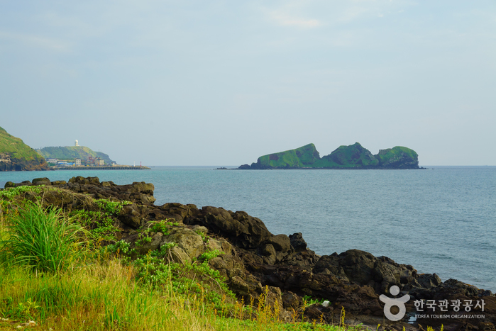 Suwolbong Peak and Chagwi Beach (수월봉과 차귀해안)