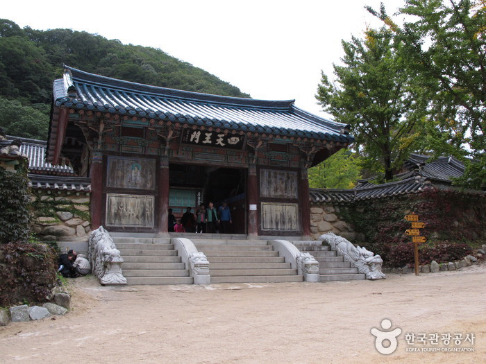 Seoraksan Sinheungsa Temple (신흥사(설악산))