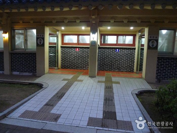 Daereungwon Tomb Complex (Cheonmachong Tomb) (대릉원 - 천마총)