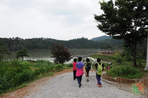 Sanmagi-yetgil Trail (산막이옛길)