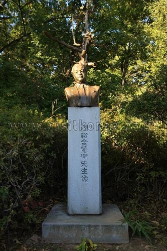 Gansong Art Museum (간송미술관)