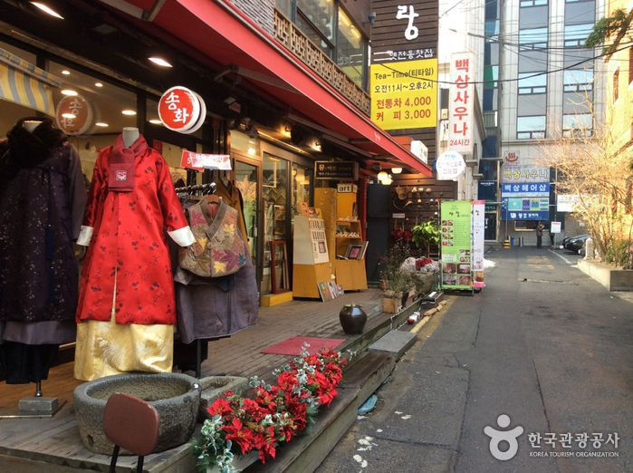 Улица традиционного искусства Инсадон (인사동 고미술거리)
