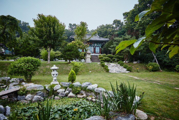 Lotus Lantern International Meditation Center (연등국제선원)