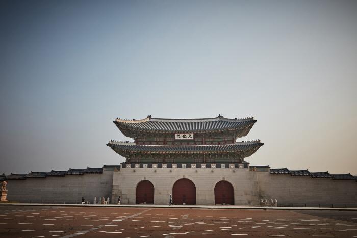 Ворота Тэханмун во дворце Токсугун (덕수궁 대한문)13
