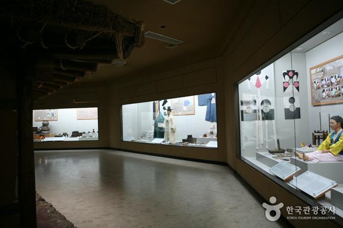 Фольклорный музей в Андоне (안동민속박물관)