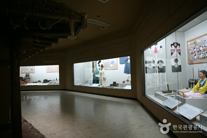 Andong Folk Museum (안동민속박물관)