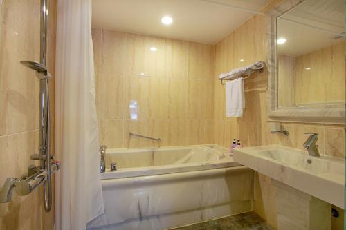 Gunsan Riverhill Tourist Hotel (군산리버힐관광호텔-워커힐관광호텔)