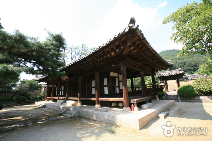 Village of the Nampyeong Moon Clan (남평문씨본리세거지)