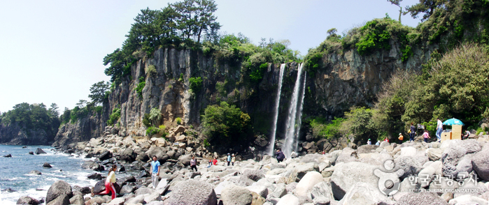 Jeongbang Falls (...