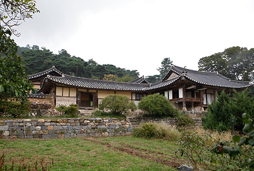 Myeongjae Historic House (논산 명재고택)