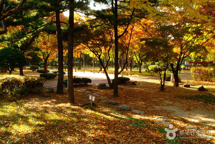 Dosan Park ()