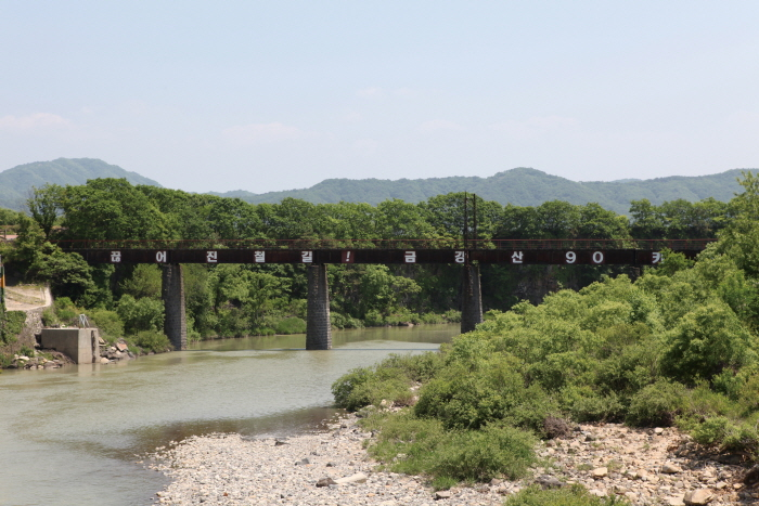 金剛山電気鉄道橋梁(금강산전기철도교량)