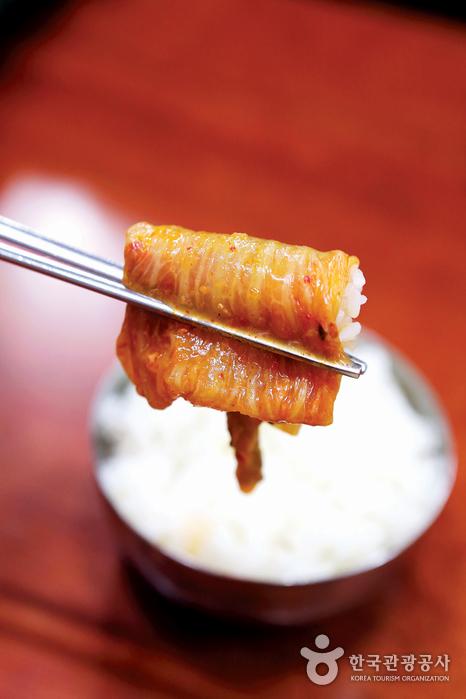 푹 끓인 김치찌개 하나면 밥 한 그릇이 뚝딱이다