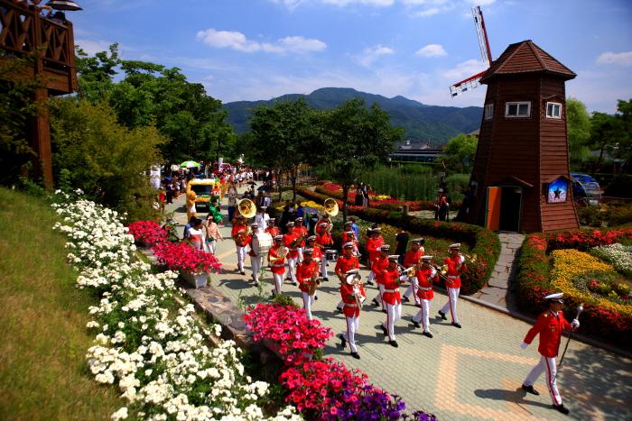 5월 19~28일 섬진강기차마을에서 곡성세계장미축제가 열린다.