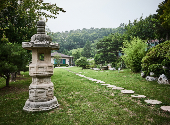 Internationales buddhistisches Lotuslaternen-Meditationszentrum (연등국제선원)