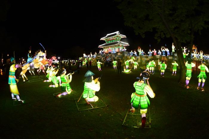 晋州南江流灯庆典<br>(진주남강유등축제)