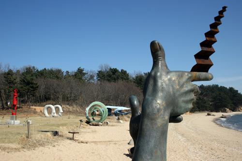 Baemikkumi Sculpture Park (배미꾸미조각공원)
