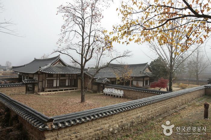Songso House ([명품고택]송소고장)