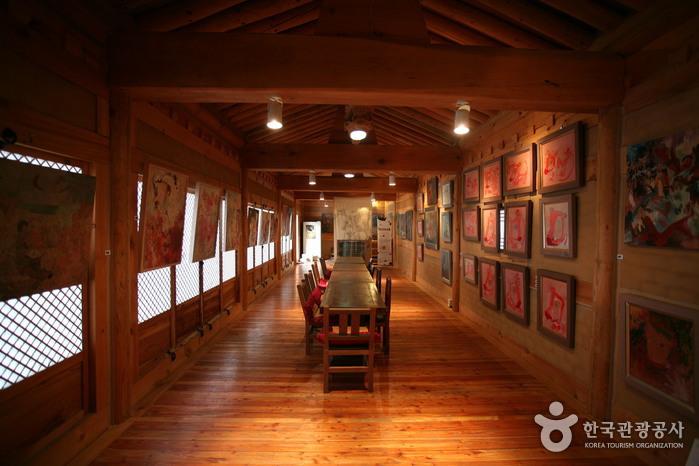 Chi-ong Art Center (취옹예술관)