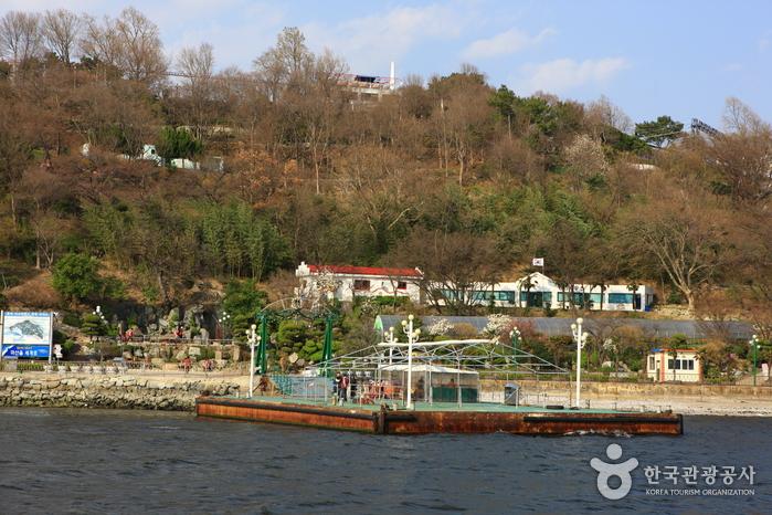 Masan Dotseom Marine Park (돝섬해상유원지)