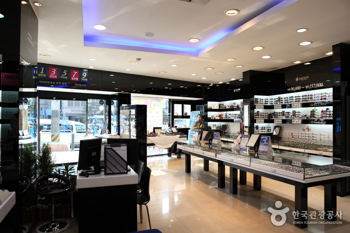 Davich Optical - Myeongdong Branch (다비치안경 - 명동점)