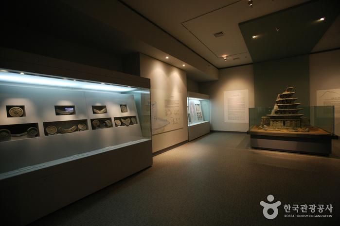 Mireuksaji Relics Exhibition Museum (미륵사지유물전시관)