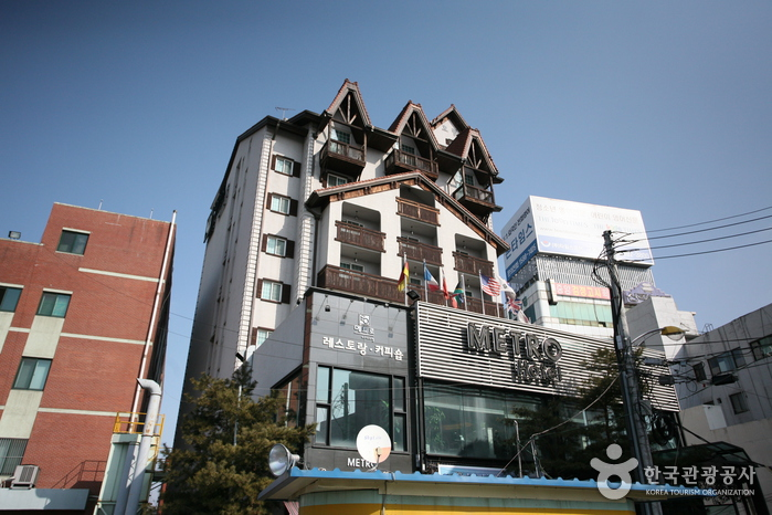 Cheonan Metro Tourist Hotel (천안메트로관광호텔)