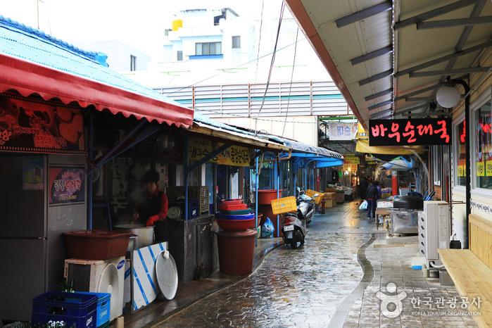 속초관광수산시장에 자리한 아바이순대 타운