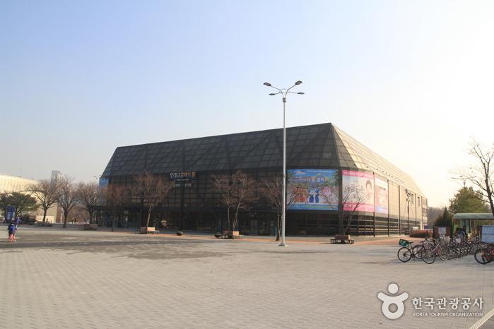Спортивный стадион в Олимпийском парке (올림픽공원 경기장)