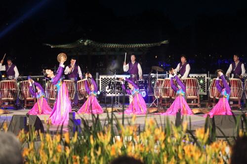 Фестиваль лотосов Пуё Содон (부여서동연꽃축제)14