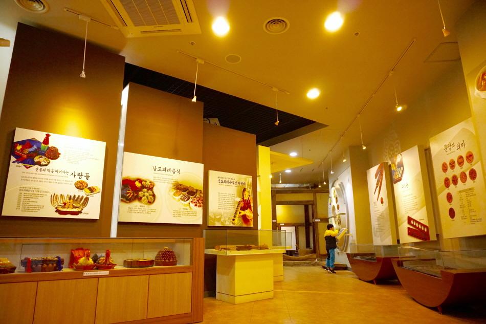 남도향토음식박물관 상설전시실에서 남도 음식은 물론 한식 전반의 역사와 특징을 살펴볼 수 있다.