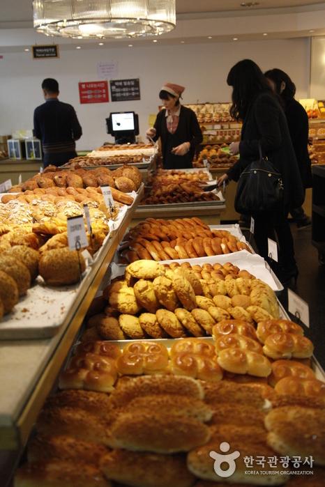 군산의 명물 이성당 빵집
