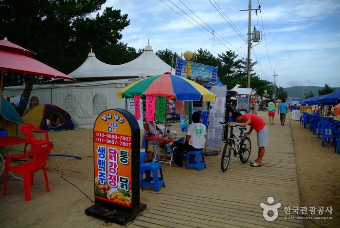 Sinji Myeongsasimni Beach (신지 명사십리해수욕장)