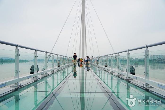 Soyanggang Skywalk (소양강 스카이워크)